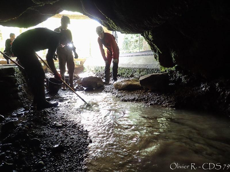 spéléologues désob lavoir st christophe sur roc