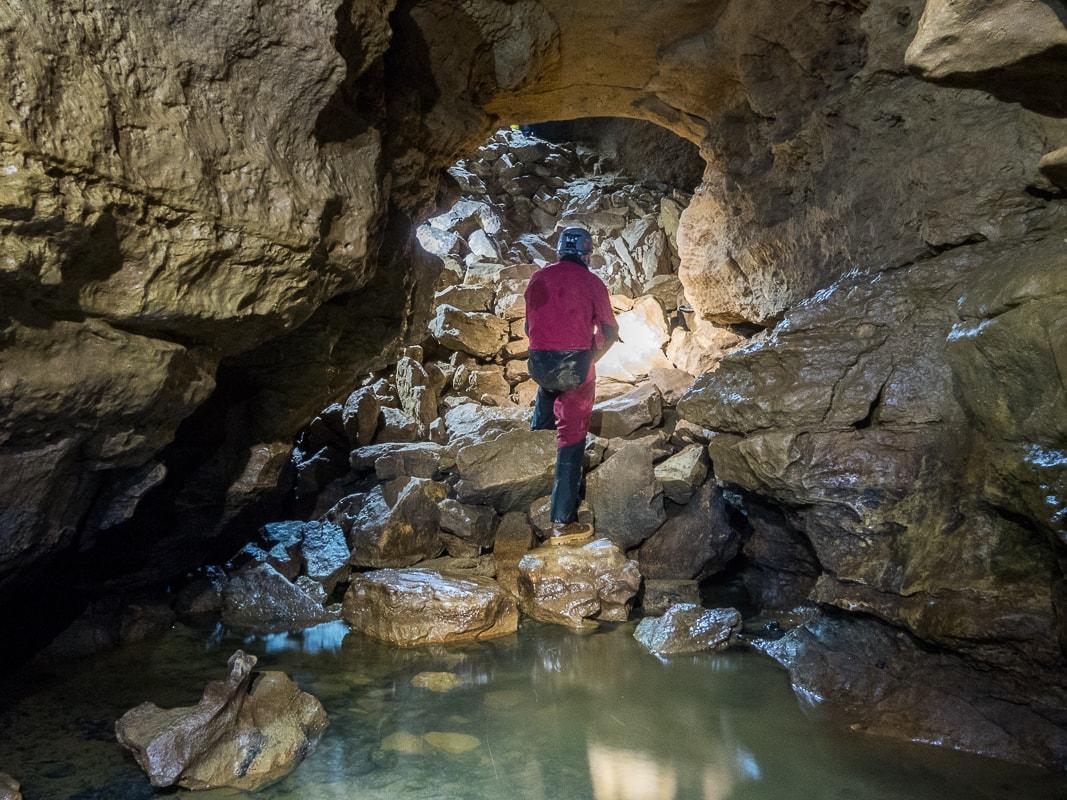 Rivière souterraine de Champdeniers - Arrivée au pied de la salle du Grand Eboulis