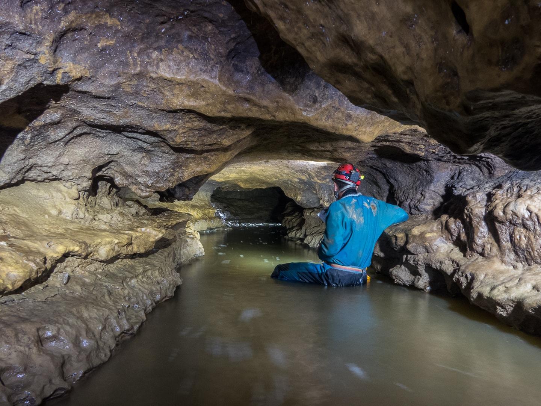 Rivière souterraine de Champdeniers - Couloir entre la salle des Gypses et la salle des Dunes