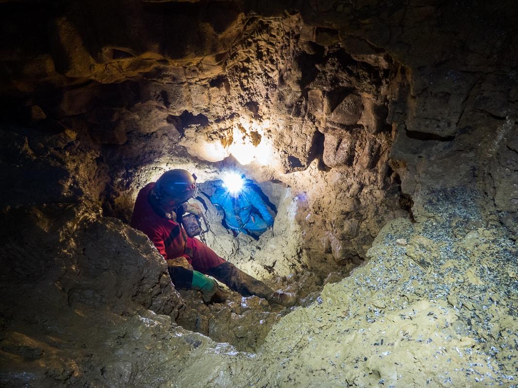 Rivière souterraine de Champdeniers - Désobstruction d'une galerie dans la salle de la Goutte d'Eau