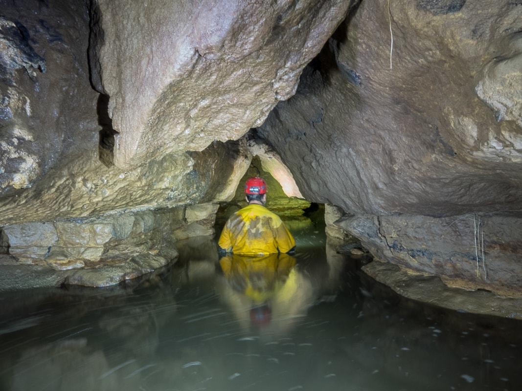 Rivière souterraine de Champdeniers - Progression vers la Salle des Fistuleuses