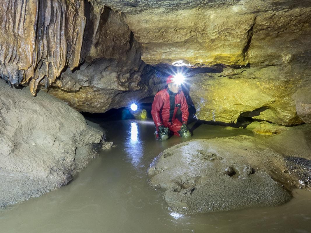 Rivière souterraine de Champdeniers - Progression vers le théatre des Excentriques