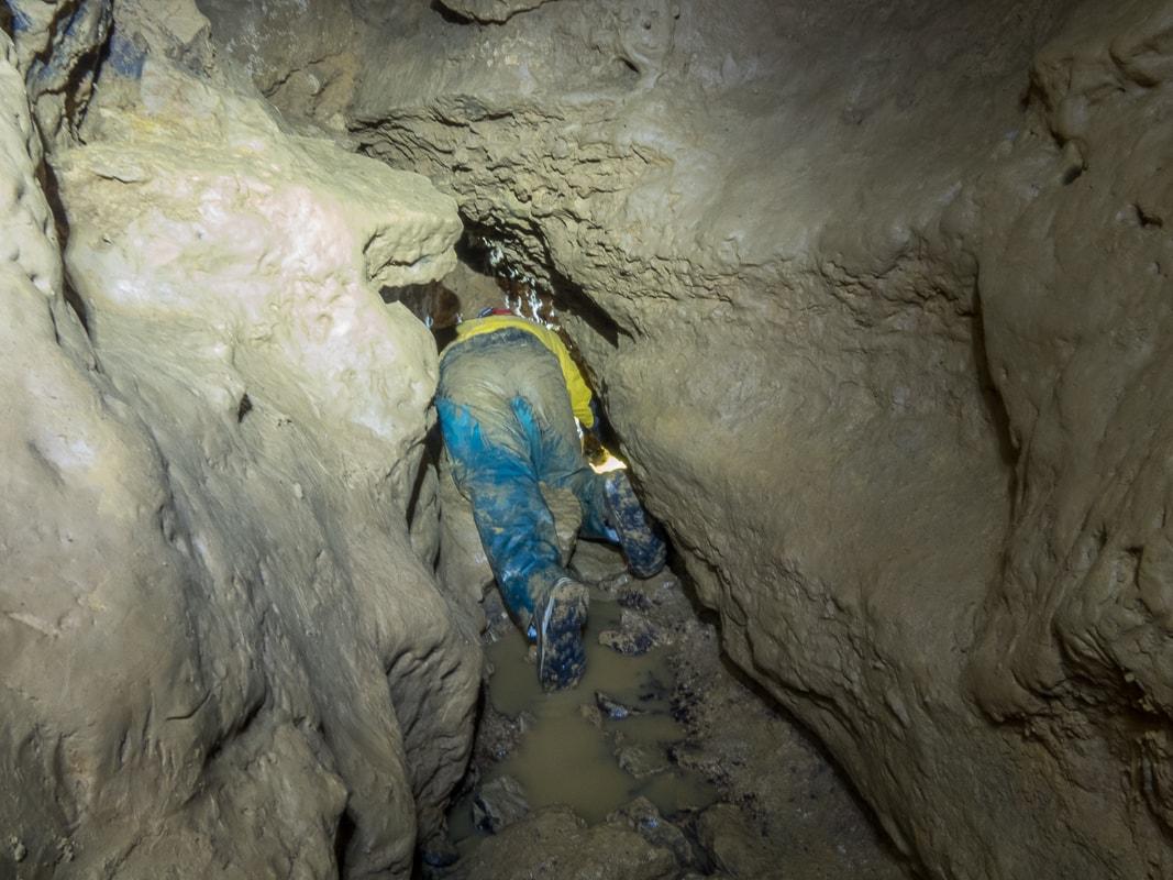 Rivière souterraine de Champdeniers - Ramping dans le couloir des dunes